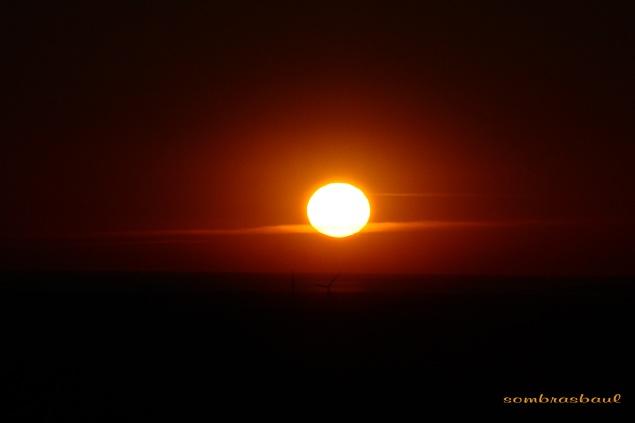 epilogo_el_Sol_tiene_mas_luz_y_parece_estar_delante_de_las_nubes_