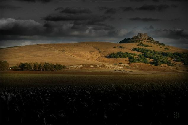 Castillo de Torre Estrella - Cailandia de los Mitos - Punto de surtidor, parcialmente tapado hasta el 2011